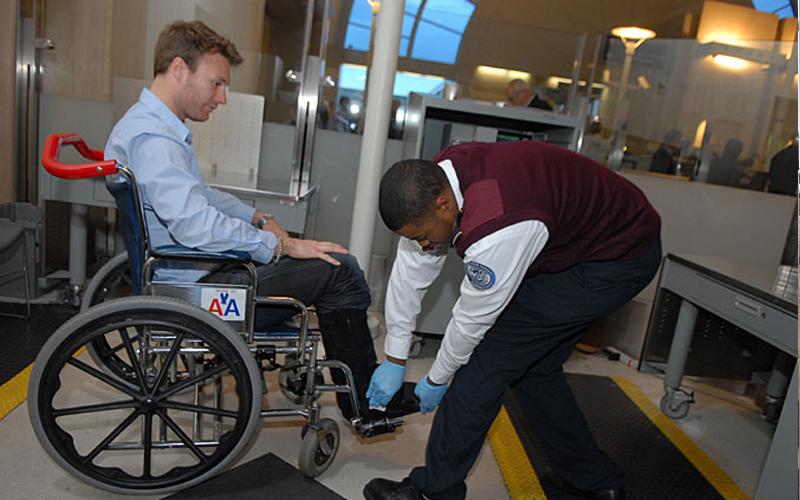 نحوه سوارشدن معلولین به هواپیما
