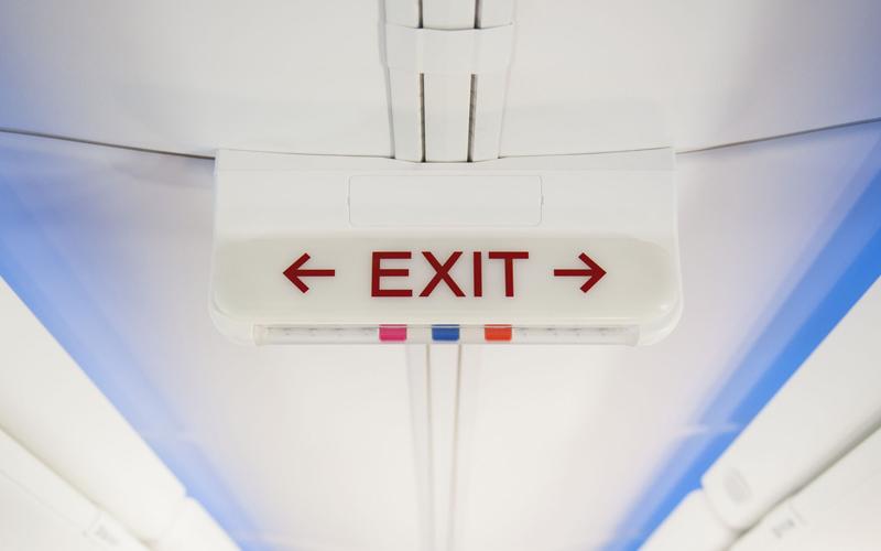 مراحل پیاده شدن از هواپیما