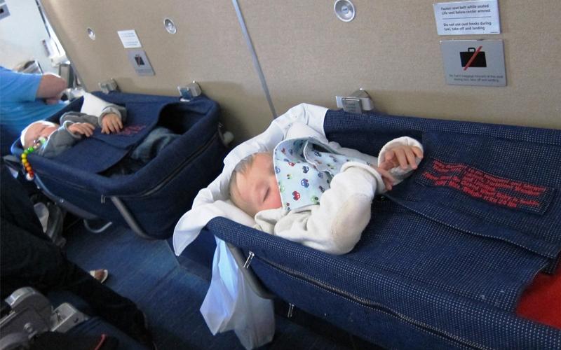 شرایط سوارشدن نوزاد به هواپیما